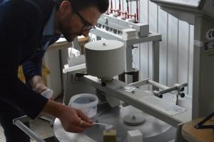 Eigenschappen van materialen. De eigenschappen van glasvezel aanpassen. De sterkte van gelijmd hout testen (1)