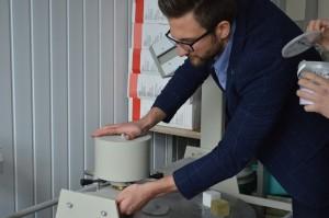 Eigenschappen van materialen. De eigenschappen van glasvezel aanpassen. De sterkte van gelijmd hout testen (10)