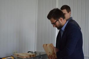 Eigenschappen van materialen. De eigenschappen van glasvezel aanpassen. De sterkte van gelijmd hout testen (5)