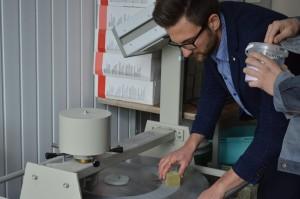 Eigenschappen van materialen. De eigenschappen van glasvezel aanpassen. De sterkte van gelijmd hout testen (9)